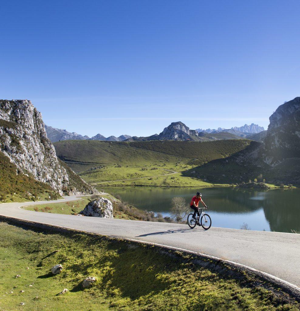 Ciclismo en los Lagos de Covadonga - Parque Nacional de Picos de Europa - Asturias Turismo Rural