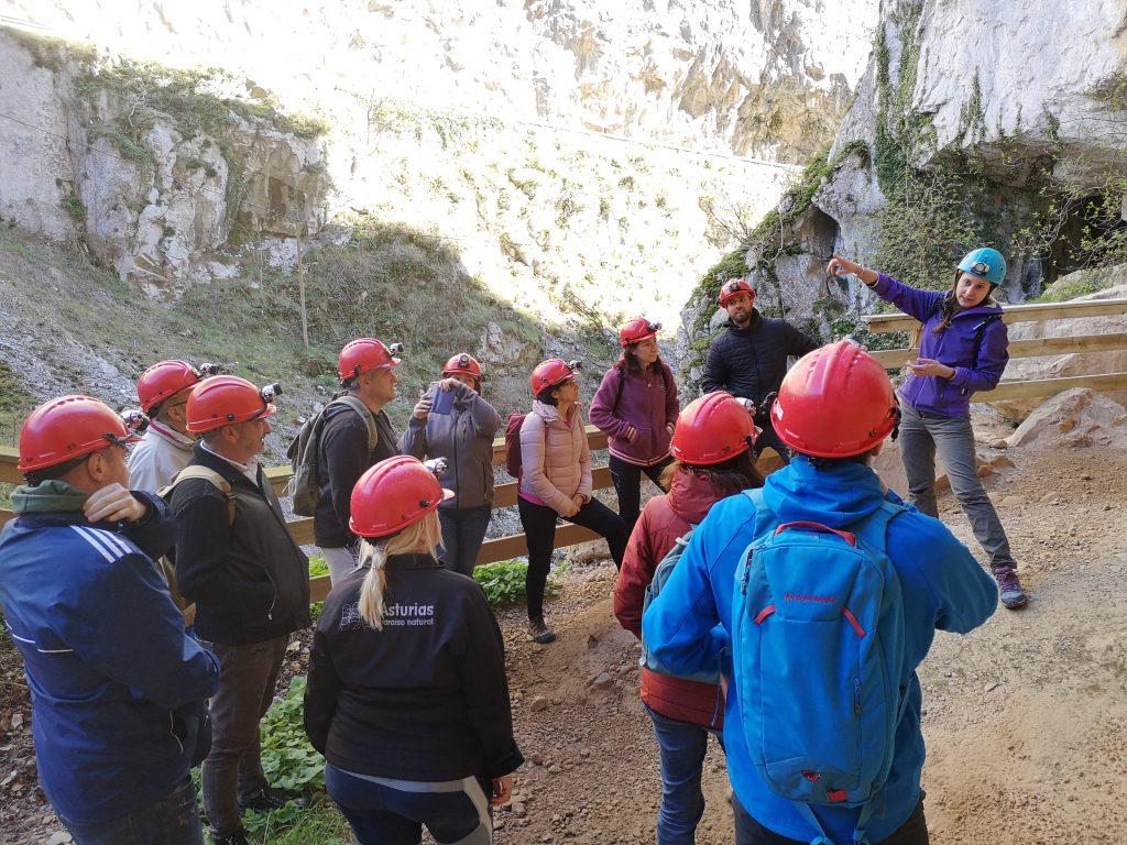 Entrada a cueva huerta con guia de Deporventura